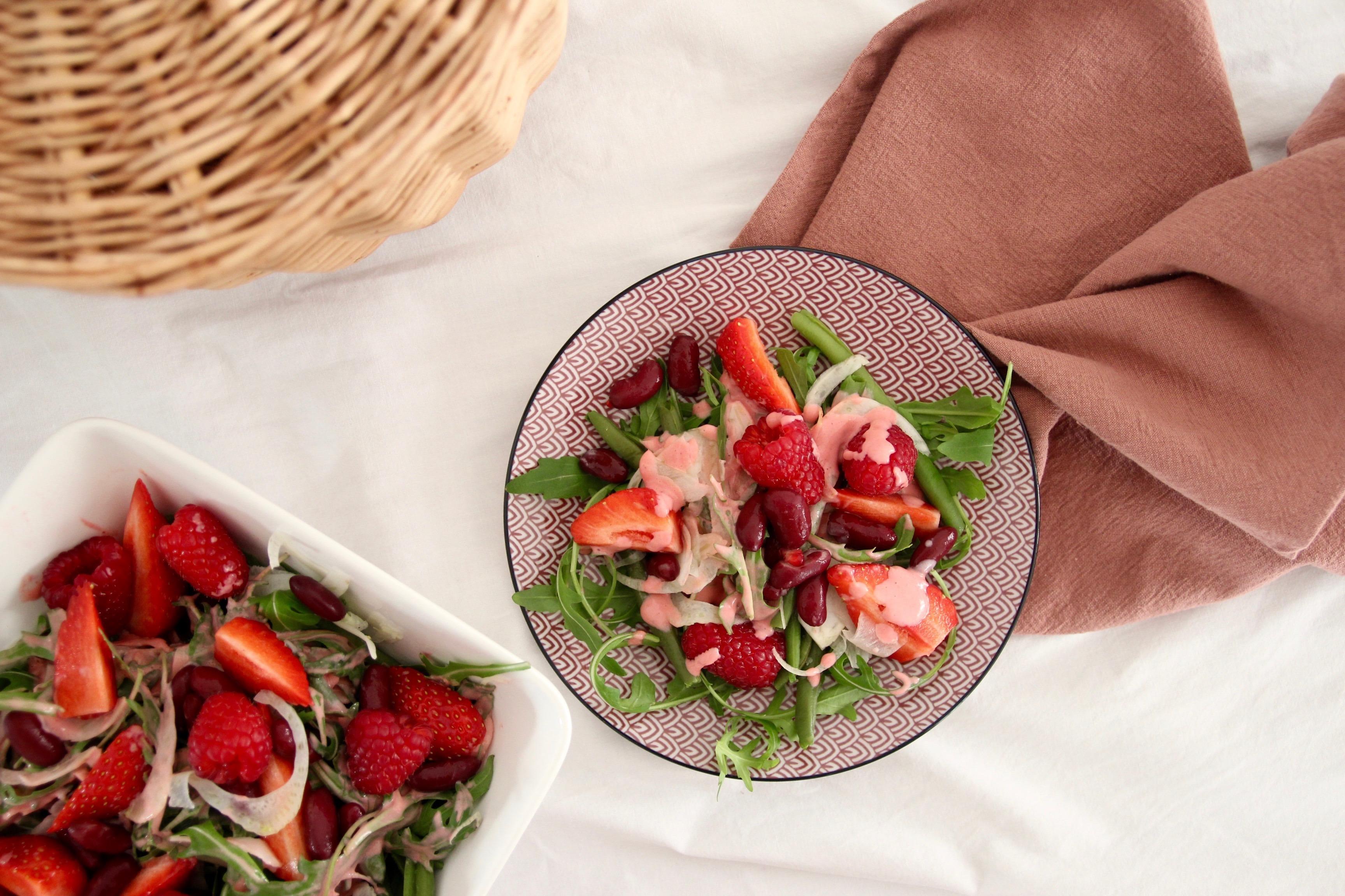 salade d'été et vinaigrette à la fraise